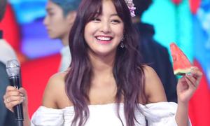Nhờ làn da rám nắng, Ji Hyo là nhân vật 'sáng' nhất đợt comeback