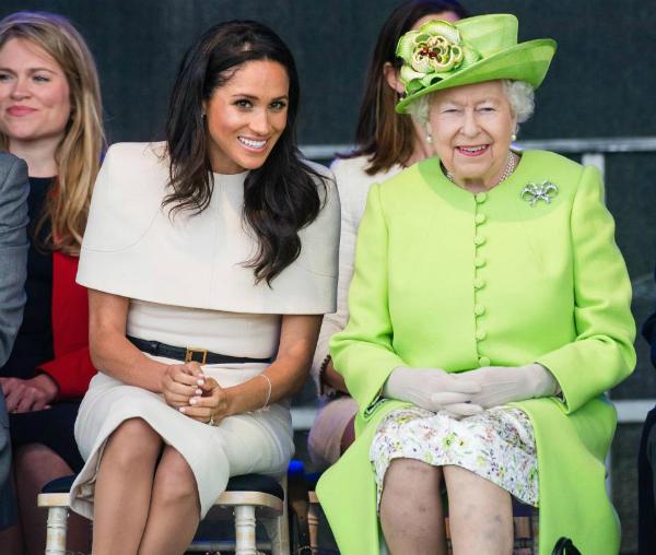 Lý giải về hành động của Diana, William cho rằng cá tính đặc biệt của vị Công nương quá cố là nguyên nhân khiến cô nhiều lần phá vỡ quy tắc hoàng gia. Còn với Meghan, một nàng dâu mới cần phải khiêm nhường và tuân theo mọi nguyên tắc giống với mọi người.