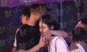 Vừa đi chơi với tình cũ, Trịnh Sảng lại bị bắt gặp ôm ấp bạn trai mới