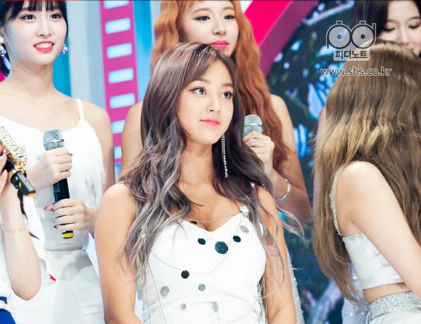 Nhờ làn da rám nắng, Ji Hyo là nhân vật sáng nhất kỳ comeback - 3