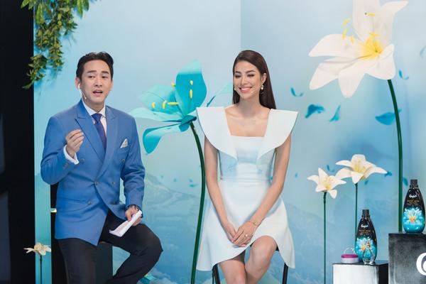 Xuyên suốt sự kiện, nam diễn viên chinh phục các fan bằng vai diễn soái ca bên cạnh loạt mỹ nhân Việt như Phạm Hương, Châu Bùi, Bích Phương. Anh đã tung hứng nhiều trò hài hước và dẫn dắt câu chuyện lôi cuốn.