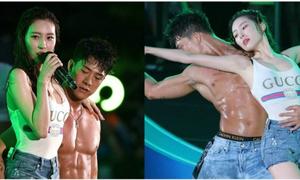 Những vũ công nóng bỏng chiếm spotlight của idol trên sân khấu
