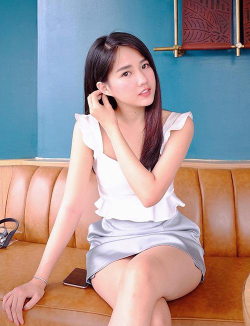 Kiều Trinh khoe ảnh xinh chẳng kém Park Min Young, bày tỏ mong muốn cũng được làm cô thư ký.