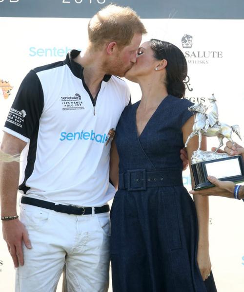 Meghan và Harry có nụ hôn công khai thứ hai kể từ sau khi tổ chức đám cưới.