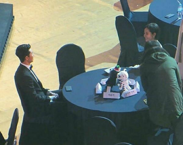 Cặp đôi Thư ký Kim phủ nhận hẹn hò, fan tiếp tục soi bằng chứng - 6