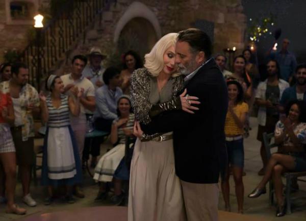 Cặp đôi tình già trong phim cũng khiến người xem thích thú.
