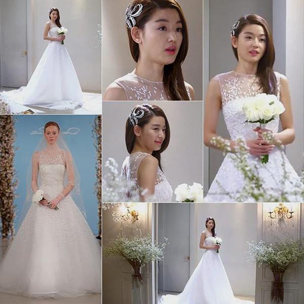 Với vẻ đẹp mỹ miều, Jun Ji Hyun khoác lên mình bộ cánh nào cũng gây thu hút mắt nhìn. Chiếc váy cưới của mợ chảnh trong Vì sao đưa anh tới cũng có thiết kế khá đơn giản nhưng vẫn đầy đẳng cấp. Váy có phom xòe chữ A cổ điển, không tay với phần thân trên đắp xuyên thấu tạo vẻ nhẹ nhõm. Người đẹp càng thêm duyên dáng khi kết hợp cùng chiếc nơ cài tóc.