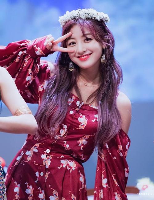 Từ một idol bị chê có thân hình phốp pháp như vận động viên cử tạ, Ji Hyo đang ngày càng lên đời nhan sắc và trở thành một trong các nữ thần tượng có body đẹp hàng đầu Kpop.