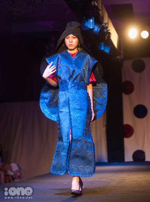 Các trang phục được chuẩn bị trong nhiều tháng trời, từ nhà thiết kế cho đến người mẫu trình diễn đều là các nam nữ sinh. Không ít tác phẩm gây bất ngờ vì độ kỳ công chẳng thua nhà tạo mẫu chuyên nghiệp.