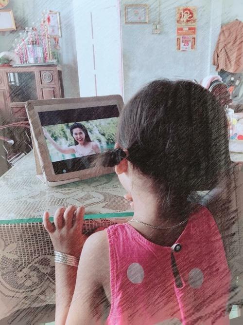 Hòa Minzy được fan nhí tham gia cày view cho MV mới.