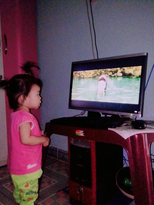 Ngộ nghĩnh loạt ảnh fan nhí cày view cho nàng tiên cá Hòa Minzy - 4