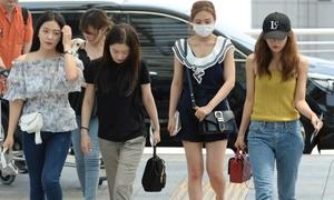 Các nàng Red Velvet bị netizen 'ném đá' vì gout thời trang sến rện