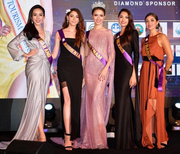 Tại đêm tiệc top 5 thí sinh đẹp nhất đêm tiệc được bình chọn VietNam, Thái Lan, Pháp, Mexico và Armenia.