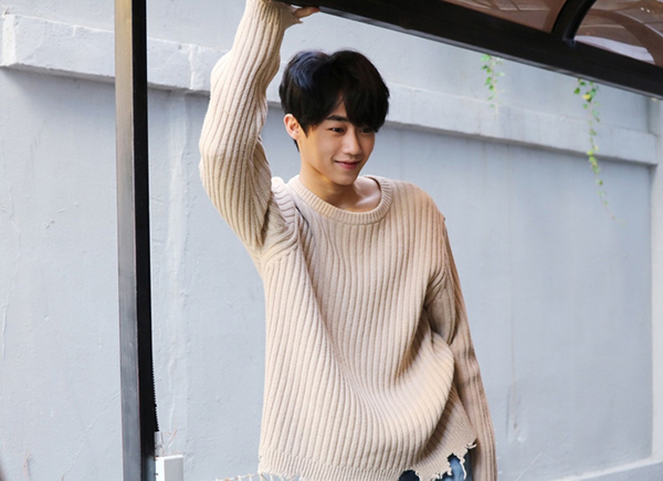 Khi sự nghiệp vẫn chưa ổn định, Park Ji Bin đã nhập ngũ ở tuổi 20. Quá trình 2 năm trong quân đội đã càng khiến sao nhí này trở nên nam tính hơn.