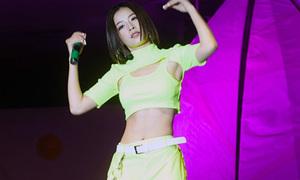 Chi Pu diện đồ cắt khoét khoe cơ bụng đẹp như idol Hàn