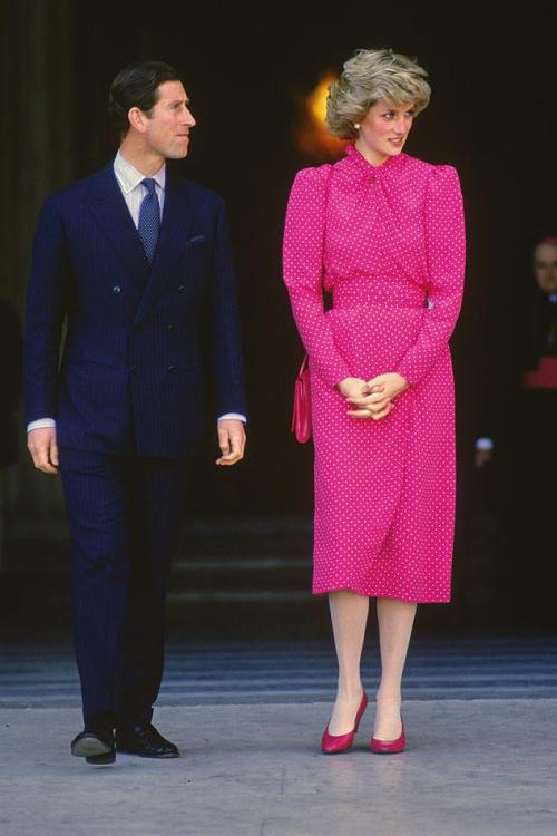 Diana và bộ trang phục tông hot pink rực rỡ. Có thể thấy rằng, sau hơn hai thập kỷ, tủ đồ của Diana vẫn là nguồn cảm hứng bất tận cho giới mộ điệu ngày nay.