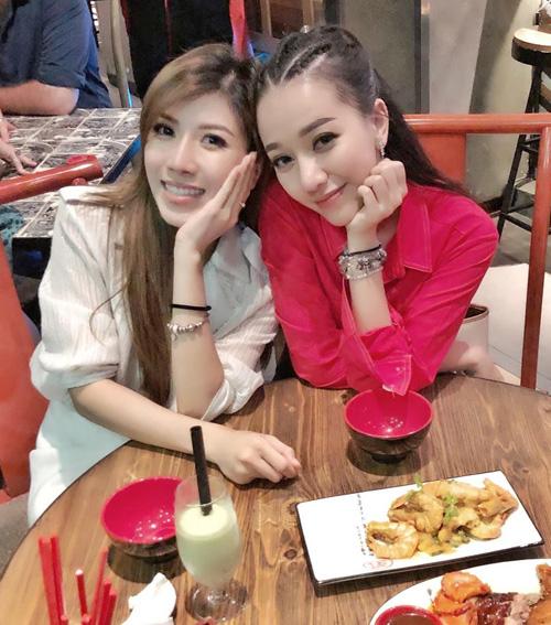 Trang Pháp và Băng Di sau nhiều năm vẫn giữ được tình bạn thân thiết, thường xuyên rủ nhau đi ăn uống.