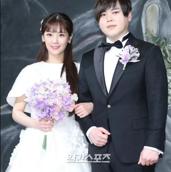 Những sao lớn Hàn Quốc làm đám cưới bất ngờ khiến fan không kịp trở tay - 1