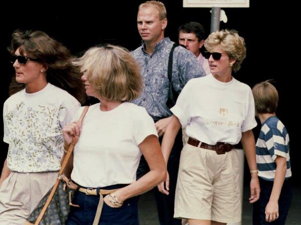 Bermuda short, item lên ngôi hè 2018, đã từng được Diana ưa chuộng những năm 1993.
