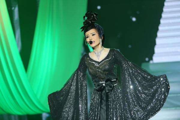 Kim Thành nhập tâm trong màn trình diễn.
