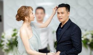 Quế Vân tình tứ nắm tay, chỉnh tóc cho Việt Anh giữa ồn ào tình cảm