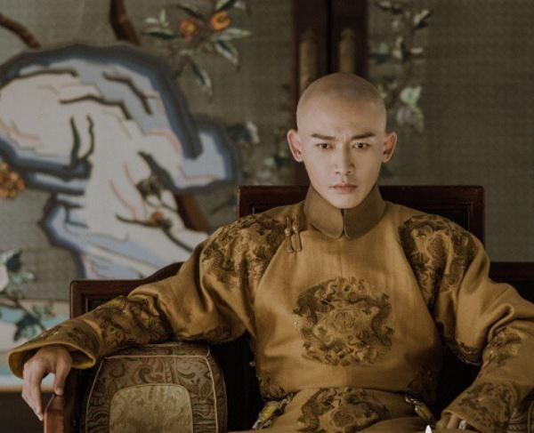 Nhiếp Viễn vào vai vua Càn Long trong Diên Hy Công Lược.