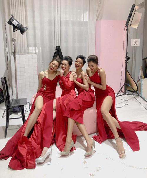 Dàn người đẹp Hoa hậu Hoàn vũ cười như được mùa khi tụ hội cùng nhau trong một bộ ảnh mới.