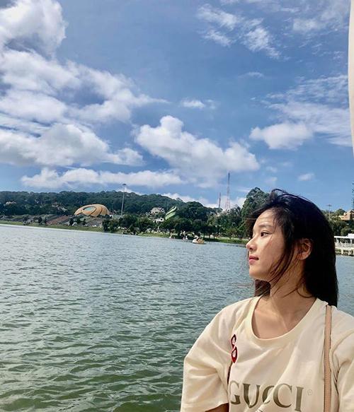 Yến Chibi khoe vẻ đẹp mộc mạc khi đi chơi Đà Lạt.