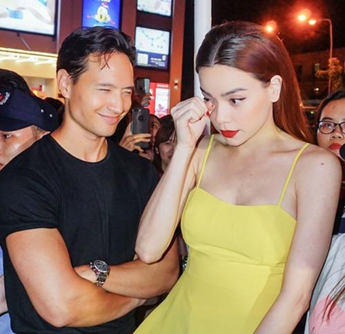 Kim Lý hộ tống Hà Hồ tại sự kiện mới nhất.