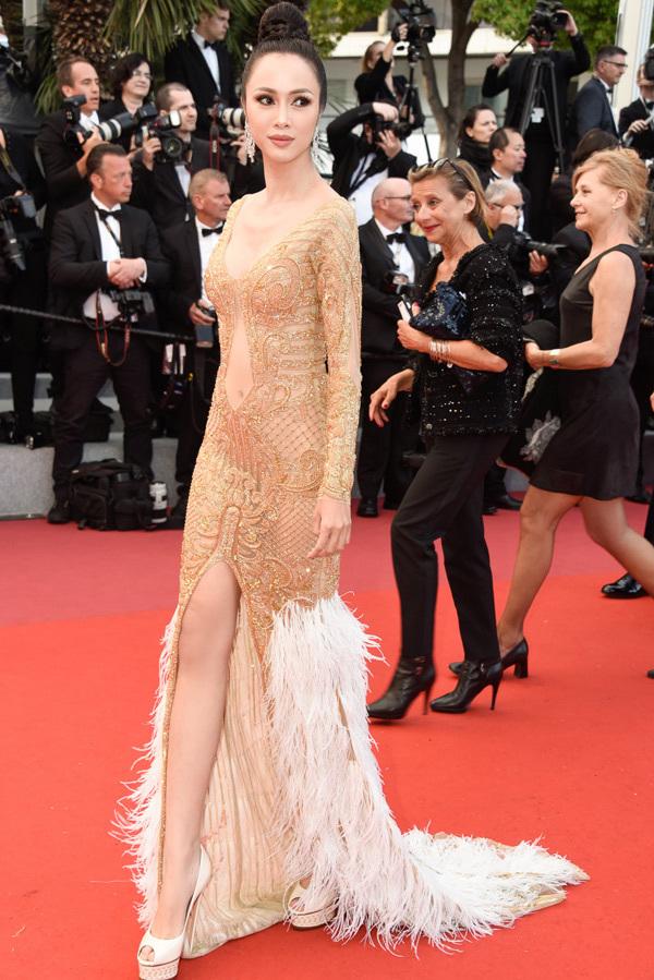 <p> Nữ diễn viên<em> Lôi báo</em>trong một bộ váy khác tại Cannes 2018.</p>