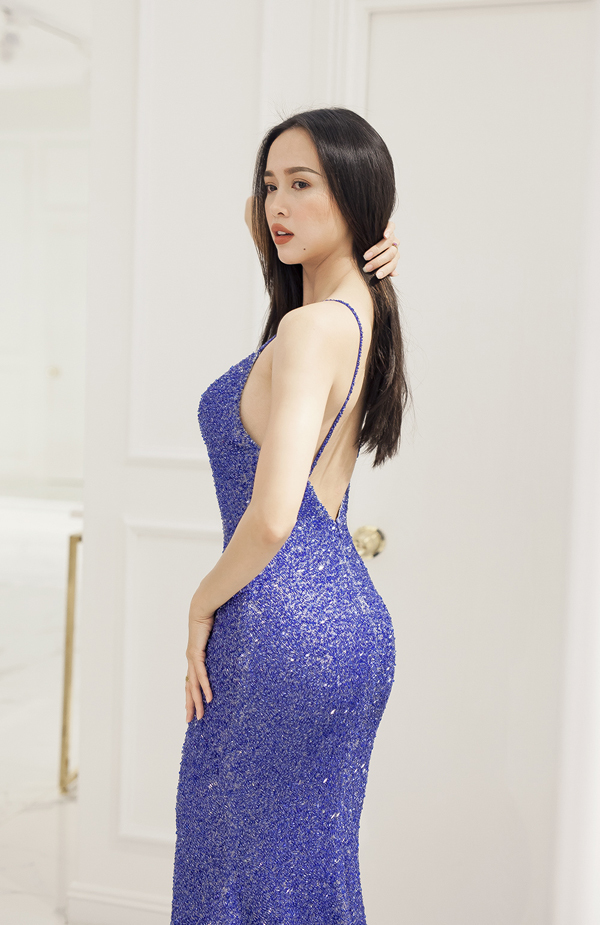 """<p> Không ít người gọi Vũ Ngọc Anh là """"quả bom sexy"""" của showbiz Việt vì lối ăn mặc quá đỗi gợi cảm.</p>"""