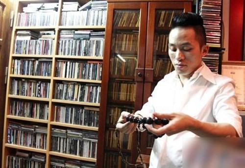 Ca sĩ Tùng Dương có sở thích sưu tầm băng đĩa nhạc từ năm 12 tuổi. Đến nay, gia tài của anh