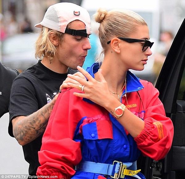 Justin và Hailey được bắt gặp khi đang dạo phố ngày 30/7.