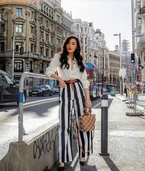 Cũng như các cô gái gốc Á khác, Levi có thân hình nhỏ bé với chiều cao 1,58 m. Tuy nhiên cô nàng rất biết cách giúp mình trở nên nổi bật bằng những mẹo phối đồ tôn dáng, cách chụp hình ảo diệu, tông chỉnh màu ảnh cực Tây.