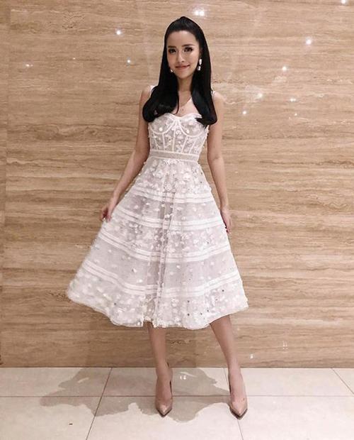 Chính Bích Phương cũng thừa nhận việc giảm cân bằng hình thức ăn kiêng, uống thuốc giảm cân khiến sức khỏe của cô yếu đi nhiều.