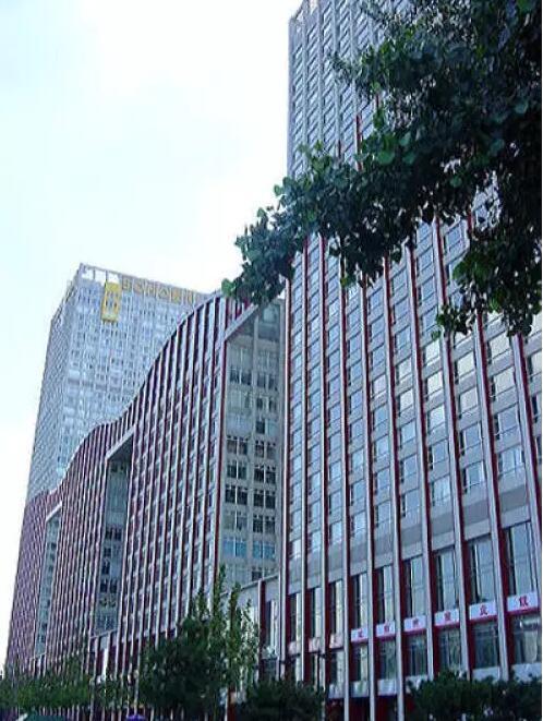 Phạm Băng Băng sống cùng gia đình tại căn hộ cao cấp trong khu thương vụ trung ương Trung Quốc SOHO, có tổng diện tích 180m2.