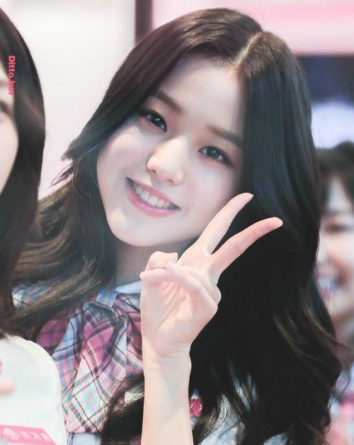 Jang Won Young sinh năm 2004, chỉ mới 14 tuổi. Sẽ là một vấn đề lớn nếu cô nàng được debut. Nhóm sẽ không thể theo đuổi nhiều concept trưởng thành, sexy vì độ tuổi của Won Young. Nữ ca sĩ sẽ phải vắng mặt ở nhiều sự kiện chiếu quá muộn do không đủ tuổi. Điều này gây khó khăn cho phía sự kiện và cả những thành viên còn lại trong nhóm.