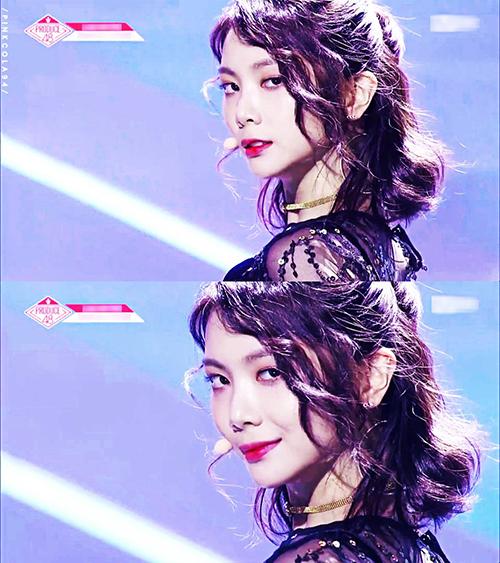 Tuy nhiên ngoại hình quá sắc sảo, già dặn lại trở thành rào cản của Lee Ga Eun. Nữ ca sĩ đã 23 tuổi, quá tuổi để làm tân binh. Cô nàng sẽ gặp khó khăn khi theo concept ngây thơ, trong sáng. Khoảng cách tuổi tác với những thực tập sinh khác cũng khiến Lee Ga Eun khá lạc lõng.