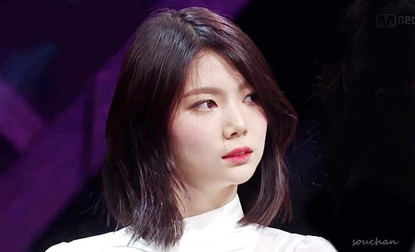 Lee Ga Eun đang dẫn đầu bảng xếp hạng hàng tuần trên Produce 48. Gà nhà Pledis sở hữu lượng fan lớn vì từng debut, được Mnet ưu ái về thời lượng lên hình. Xét về tài năng và kinh nghiệm, Ga Eun hoàn toàn xứng đáng debut.