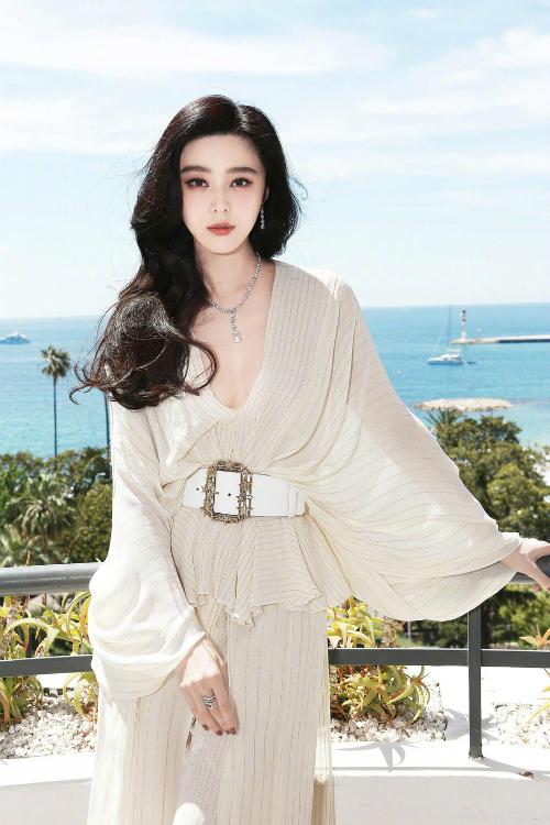 Từ một diễn viên nhỏ, Phạm Băng Băng đã phấn đấu thành ảnh hậu, làm giám khảo ở các liên hoan phim danh tiếng, ngày càng nâng cao vị thế.