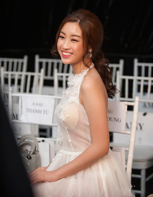 Lộ mút nhọn hoắt là một tai nạn ăn mặc để đời của Mỹ Linh. Sau sự cố này, người đẹp đã chú ý hơn trong việc chọn nội y mỗi lần diện váy xuyên thấu.