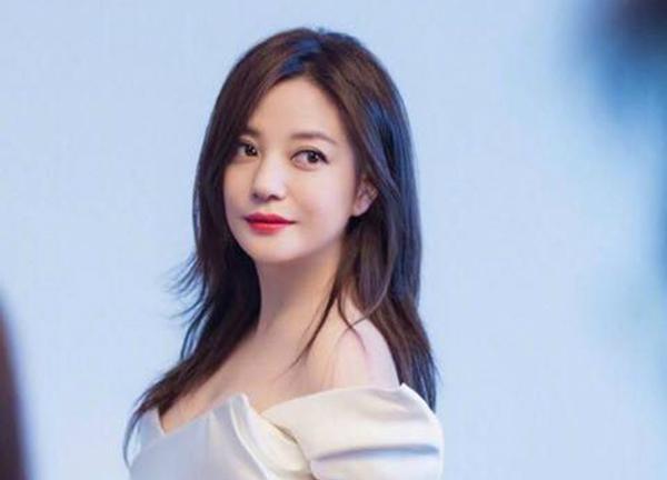 Hình ảnh của Triệu Vy bị giảm sút nghiêm trọng vì scandal tài chính.