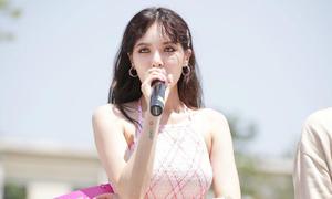 Hyun Ah lắc eo 'dẻo như bún' khiến fan hú hét không ngừng