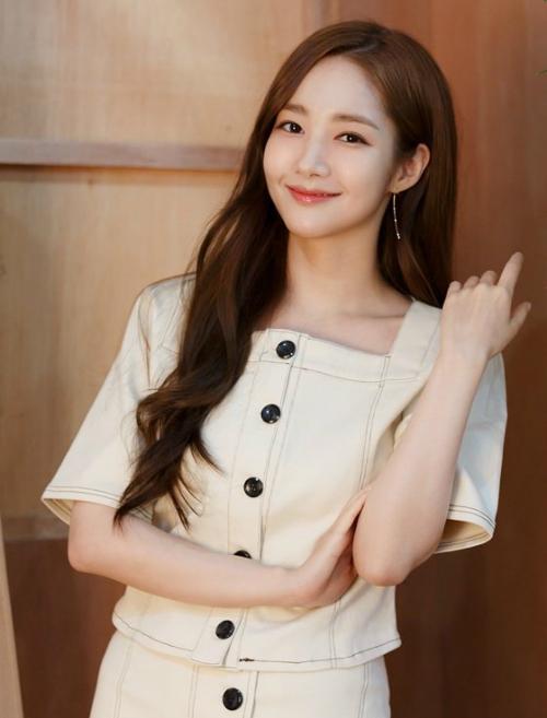 Park Min Young khẳng định có mối quan hệ khác chứ không phải với Park Seo Joon.