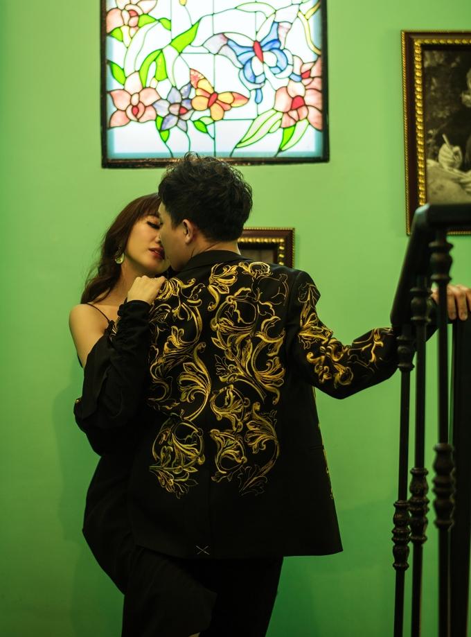 """<p> Sự xuất hiện của Trấn Thành và Hari Won trong chương trình """"Khi đàn ông mang bầu"""" thời gian qua giúp họ thể hiện tình yêu với trẻ con và niềm mong ước sẽ có baby trong tương lai.</p>"""