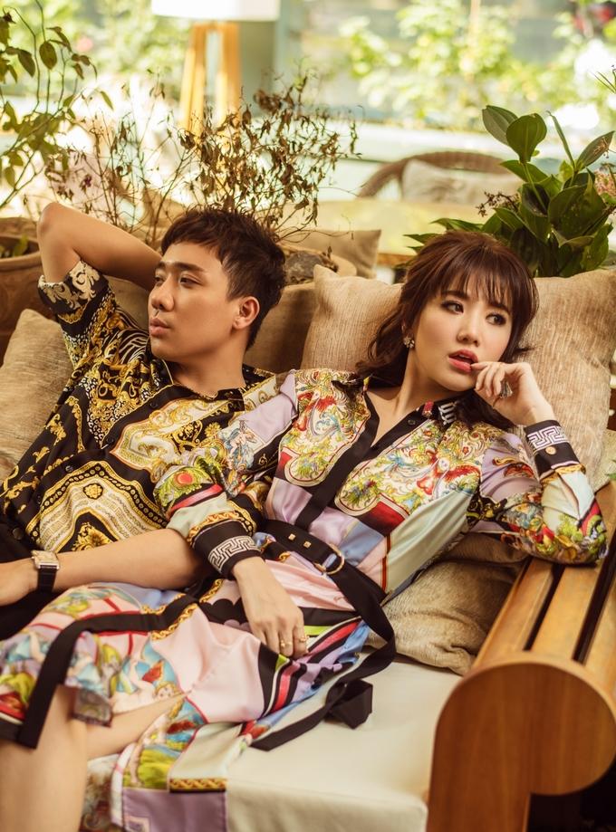 Trấn Thành - Hari Won hôn nhau ngọt ngào trong bộ ảnh kỷ niệm