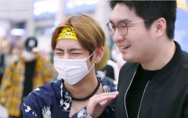 BTS được biết đến là những ngôi sao rất gần gũi với nhân viên của họ. V chính là thành viên có tình bạn thân thiết đặc biệt nhất với anh vệ sĩ kiêm quản lý.
