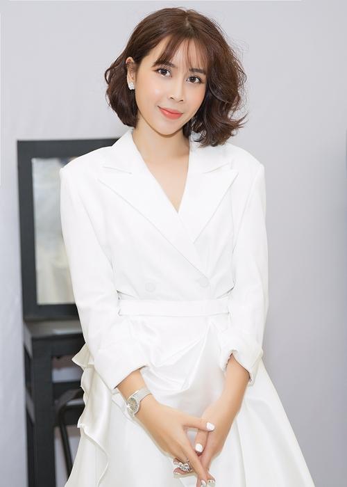 Phía Lưu Hương Giang cũng không kém cạnh khi sở hữu chiếc đồng hồ Limelight đính kim cương có giá khoảng 1 tỷ 70 triệu.