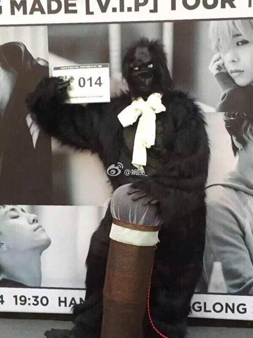 Muốn idol chú ý, fan hóa thân luôn thành vượn trong MV Doom Dada đi gặp TOP&
