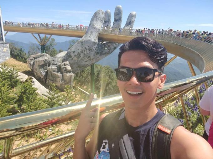 <p> Hashtag #goldenbridge trên mạng xã hội hiện đều tràn ngập hình ảnh của khách selfie cùng chiếc Cầu Vàng Việt Nam.</p>